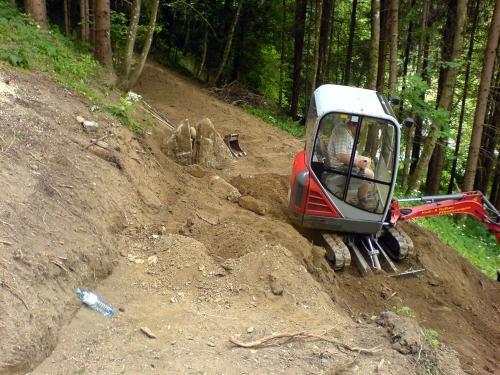 Steinsetzung im Naturgarten